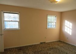 Foreclosure - Sellers Loop Dr - Cornelia, GA