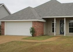 Cherry Laurel Cir, Pearl MS