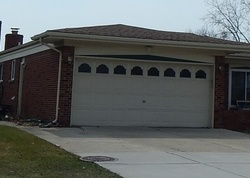 Groves Dr, Sterling Heights MI