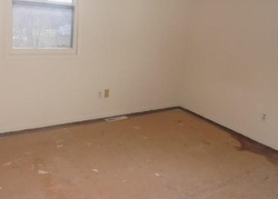 Foreclosure - S 2nd St - Knoxville, IA