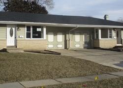 Foreclosure - Hiawatha Dr - Elgin, IL