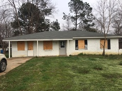 Foreclosure - Glendale Cir - Greenwood, MS
