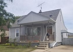 Foreclosure - Larchmont St - Saint Clair Shores, MI
