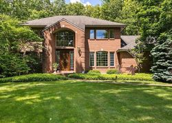 Foreclosure - Secluded Lake Dr Ne - Rockford, MI
