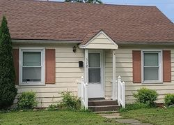 Foreclosure - E Brentwood Ave - Effingham, IL