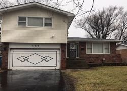 Pre-Foreclosure - Kenwood Ave - South Holland, IL