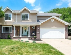 Pre-Foreclosure - Oakwood Dr - Urbandale, IA